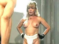 Mature transsexual whore gets anal pleasure in gym